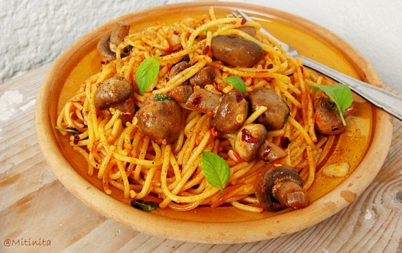 paste-cu-ciuperci-usturoi-si-fulgi-de-ardei-iute