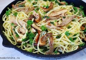 spaghete cu ciuperci si usturoi