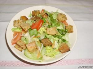 salata fresh de legume cu crutoane