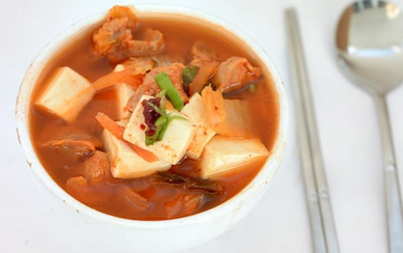 Supa de kimchi cu porc si tofu