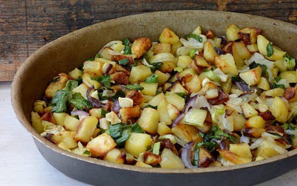 cartofi noi cu ceapa verde