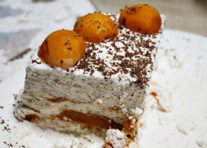tort de inghetata cu nuci si caise