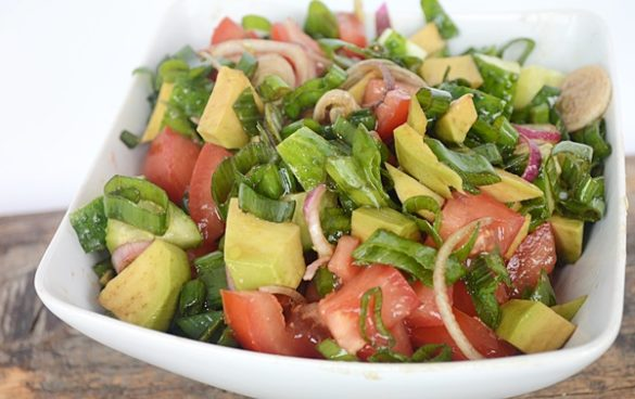 salata cu avocado si legume