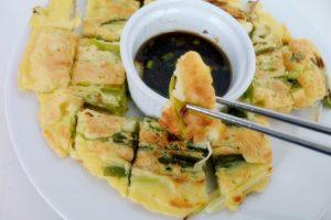 Clatite coreene cu ceapa verde (11)