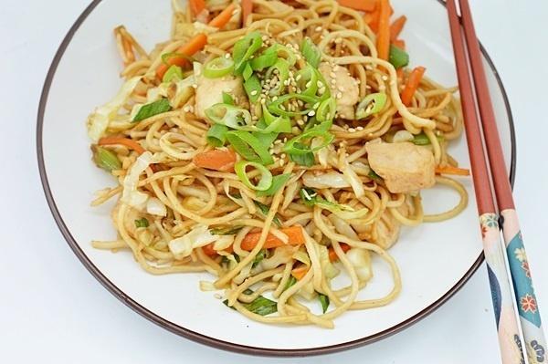 taitei chow mein cu pui si legume