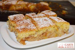 prajitura turnata cu mere