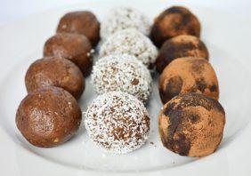 bomboane din biscuiti cu karob si miere