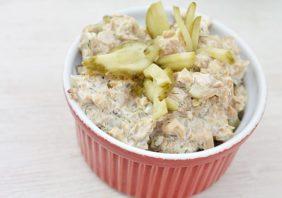 salata de ciuperci cu castraveti murati, maioneza si usturoi