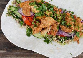 Wrap cu quinoa, pui si legume