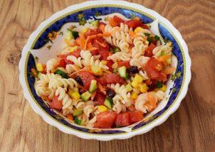 Salata cu paste si legume
